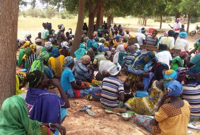 Un grupo de mujeres en el norte de Burkina Faso