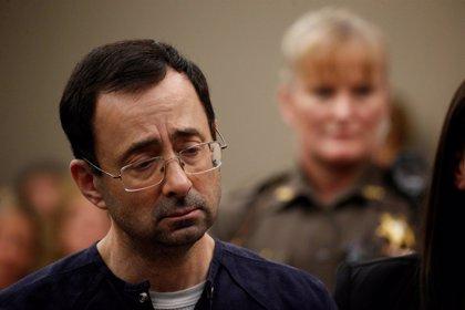 Larry Nassar es cambiado de centro penitenciario tras ser atacado por el resto de presos