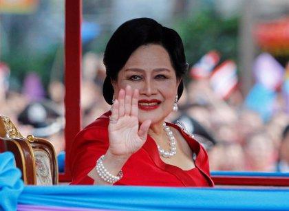 La reina madre de Tailandia es ingresada en el hospital por gripe
