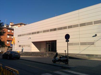 Abatido un hombre armado que ha entrado en la comisaría de los Mossos en Cornellá (Barcelona)
