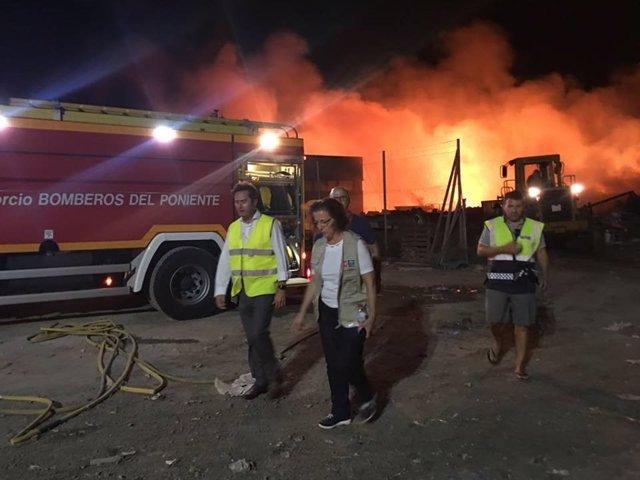 La delegada de la Junta junto al alcalde de El Ejido visitan el incendio