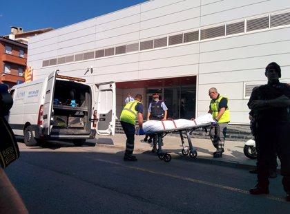 Levantan el cadáver del atacante de la comisaría de Cornellà de Llobregat (Barcelona)