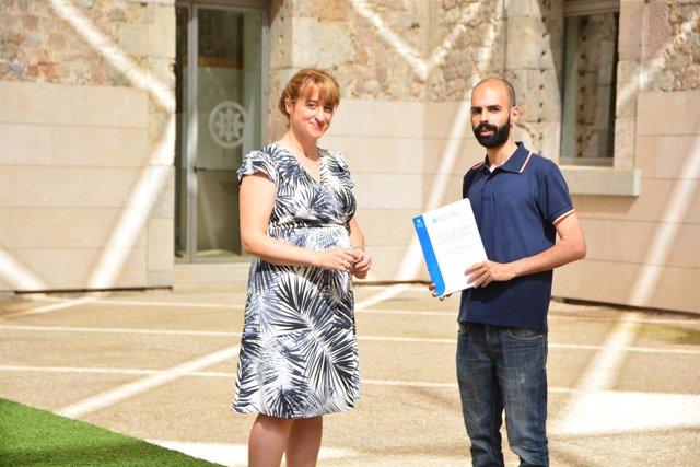 El siciliano Paolo Occhino posa con su investigación doctoral