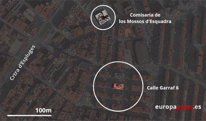 Mossos entran en la vivienda del atacante abatido de la comisaría de Cornellá