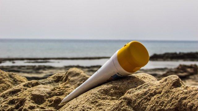 Crema solar, fotoprotector, contaminación, mar, playa