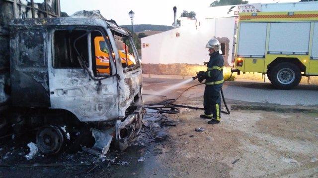 Incendio extinguido de camión en Conil