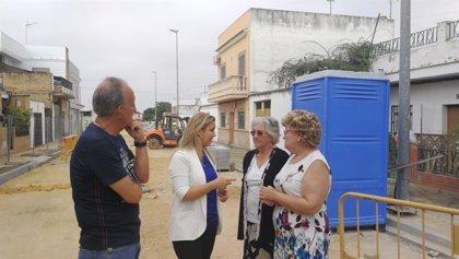 Continúan a buen ritmo las obras de saneamiento de la avenida Pelay Correa de Alcalá de Guadaíra (Sevilla)