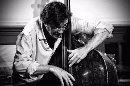 El Museo Guggenheim Bilbao inicia su ciclo de Jazz con el contrabajista Javier Colina