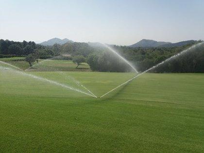 Casi un millón de euros en sanciones a campos de golf por regar con agua subterránea