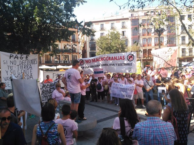 Concentración contra las macrogranjas en Toledo