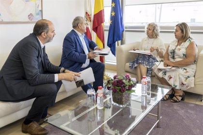 Tezanos valora los planes de crecimiento del grupo Ámbar en Cantabria