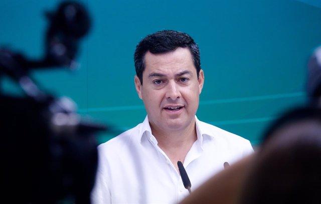 El presidente del PP-A, Juanma Moreno, preside una reunión sobre inmigración