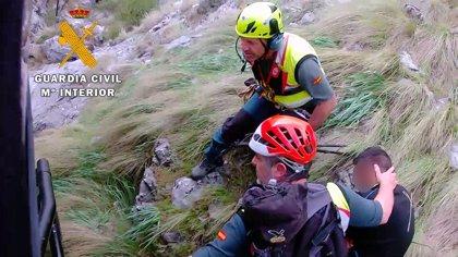 La Guardia Civil rescata a dos mujeres en el entorno de Sierra Nevada durante el fin de semana
