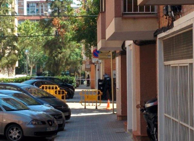 Edificio acordonado donde vivía el atacante de Cornellá