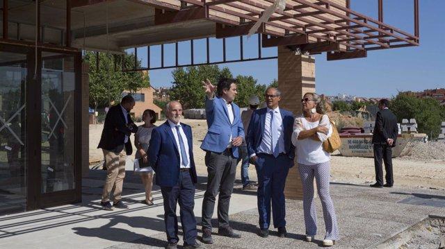 Rafael van Grieken en las instalaciones del nuevo IES de Paracuellos