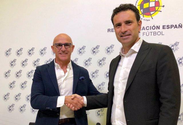 Luis de la Fuente estrecha la mano de José Francisco Molina