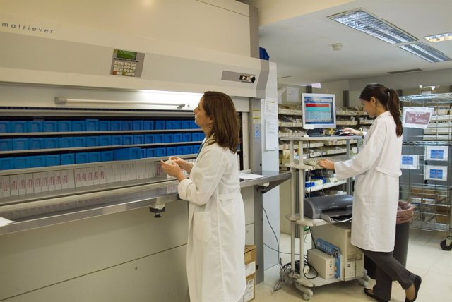 La Unidad de Farmacia del Virgen del Rocío atiende 63,000 consultas  de no ingre