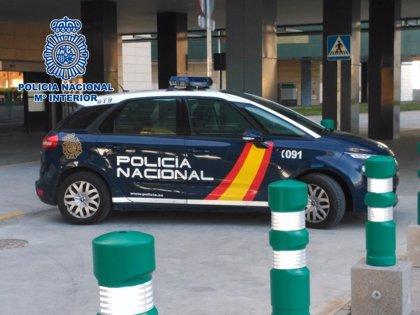 Detenido un joven acusado de robar un teléfono móvil a un hombre en el Campo de la Verdad, en Córdoba