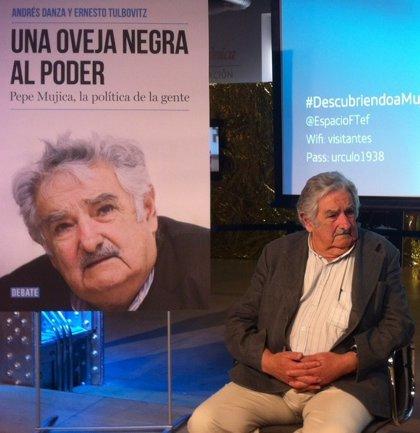 El expresidente de Uruguay José Mujica recibe este martes en La Zubia (Granada) el VII Premio de Poesía en El Laurel