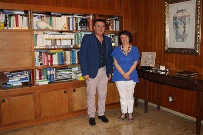 La subdelegada del Gobierno en Córdoba se reúne con el alcalde de Iznájar