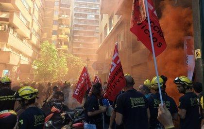Bomberos forestales se concentran para que Hacienda acepte su acuerdo con Tragsa y continuarán con las movilizaciones