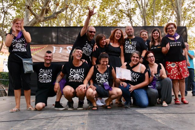 Galileu gana el primer premio en el concurso de calles decoradas de Sants