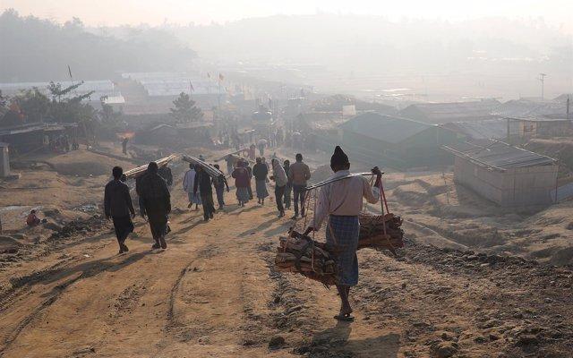 HRW acusa a las fuerzas birmanas de torturar y encarcelar a rohingyas tras regresar de Bangladesh