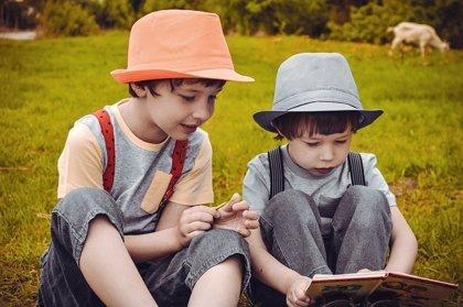 Seis útiles consejos para que los niños lean en verano