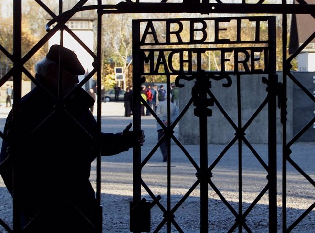 Puerta del campo de concentración de Dachau