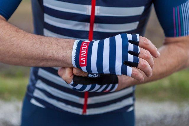 Santini crea un maillot dedicado a Málaga inspirado en Picasso 84f7cd9af5947