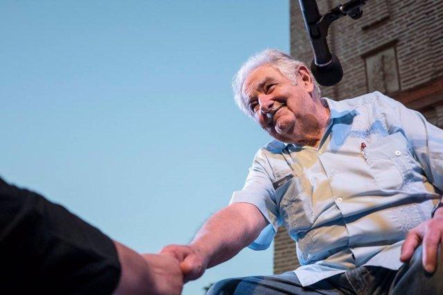 José Mujica en el acto en que ha recibido el Premio El Laurel de Poesía