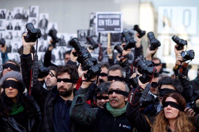 Protesta de trabajadores de la agencia Télam en Argentina