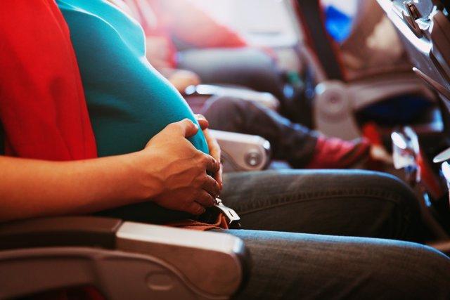 Embarazada en un avión o en un tren