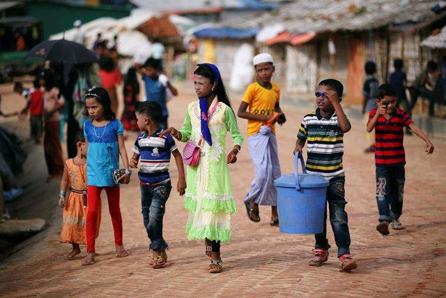 Niños refugiados rohingyas en el campo de Kutupalong