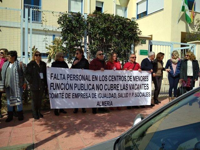 Concentración en marzo de CCOO en el Centro de Inmigrantes de Piedras Redondas