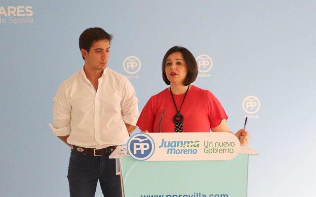 Los populares Luis Paniagua y Virginia Pérez, durante la rueda de prensa