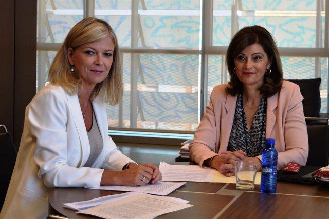 Ana Botella y Gabriela Bravo en València en el anuncio de la comisaría
