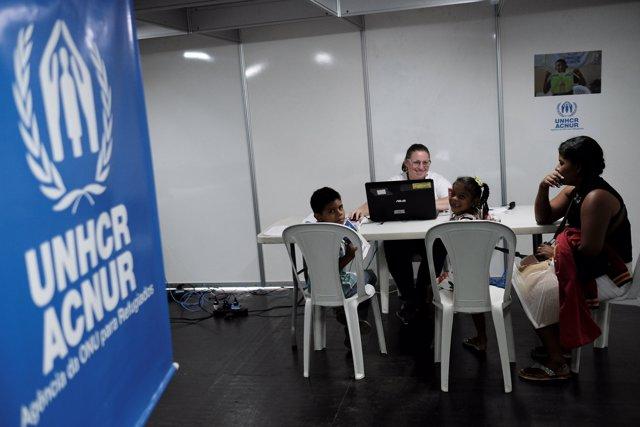 Venezolanos piden asilo en el puesto fronterizo de Paracaima