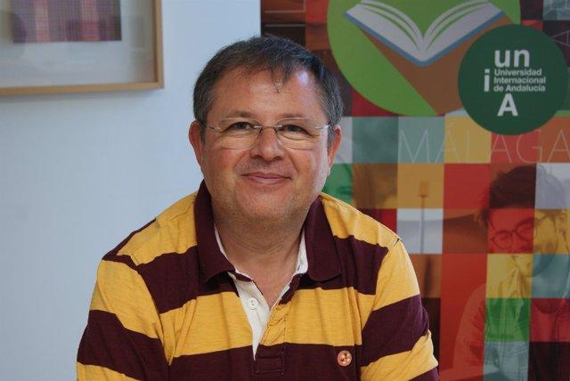 El catedrático de la UCO Rafael Moreno Rojas en los Cursos de Verano de la UNIA.
