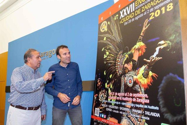Pablo Muñoz Y El Director Del Festival Ángel Martínez Quesada