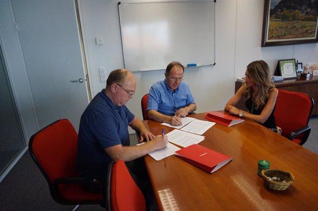 Firma del convenio entre el Gobierno de Navarra y Goizargi