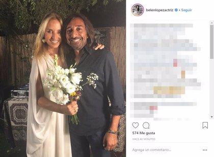 Antonio Carmona y Mariola Orellana celebran sus bodas de plata con una fiesta improvisada