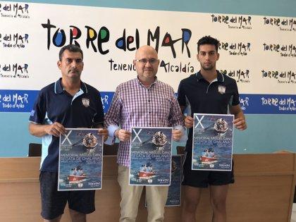 Torre del Mar celebra un año más su regata de chalanas 'Memorial Miguel Cano'