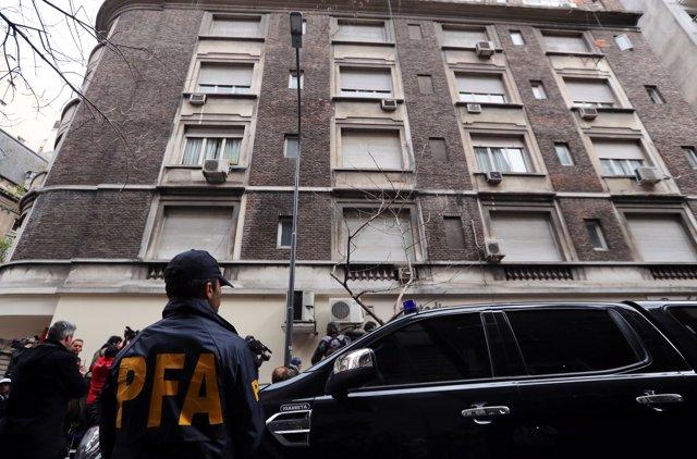 La Policía registra la casa de Buenos Aires de Cristina Fernández de Kirchner