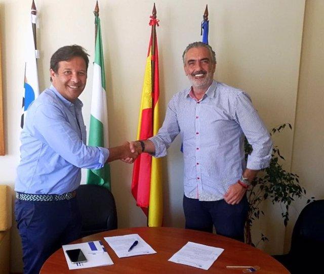 Aehcos firma un convenio para el master turismo digital