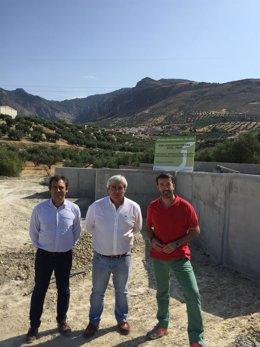 Visitaa las obras del punto de acopio de residuos de la construcción en Huesa.