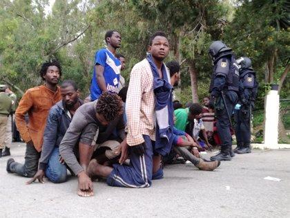 Los abogados que asistieron a los 116 migrantes barajan recurrir las devoluciones a Marruecos