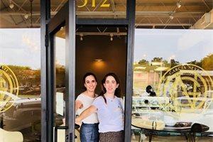 Susana e Isabel: de abandonar Venezuela a montar una de las bombonerías más lujosas de Miami