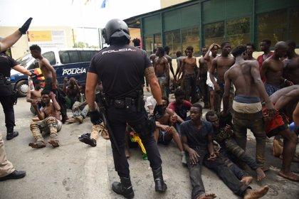 Save The Children duda de la correcta identificación de todos los menores migrantes que saltaron la valla de Ceuta