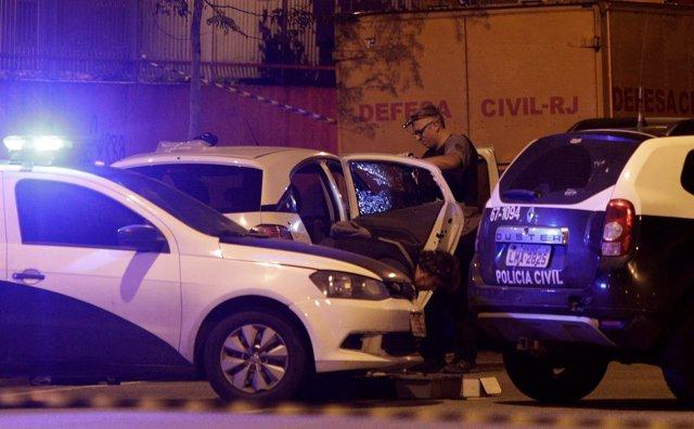 La policia en la escena del asesinato